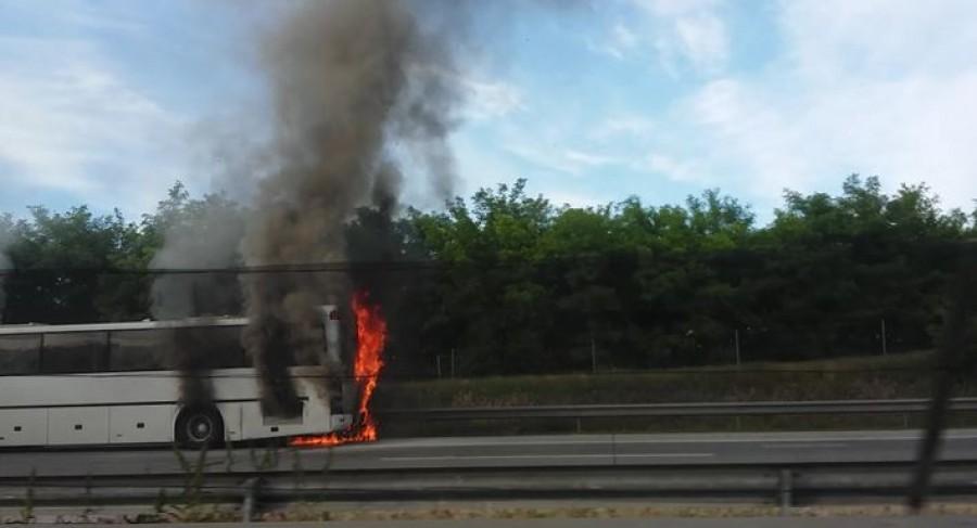 Friss hír: kigyulladt egy iskolásokat szállító busz!