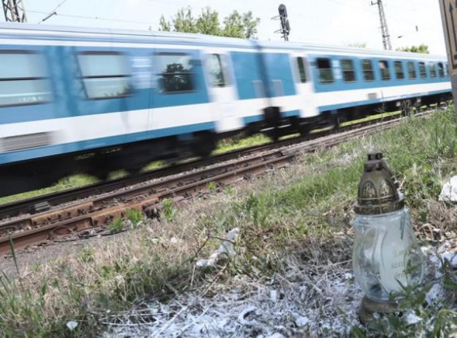 Friss hír: Megszólalt az édesanya, akinek a gyermekével a karján vetette magát vonat elé a nagymama
