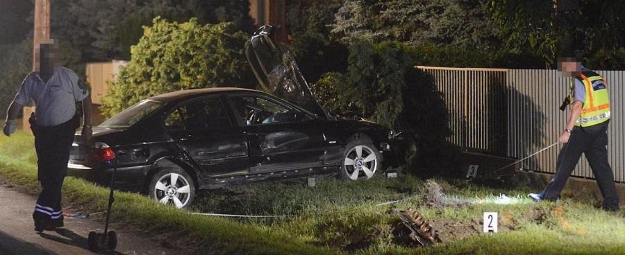 Tragikus baleset: kirepült egy 3 éves gyerek a BMW-ből, amikor az egy kerítésnek csapódott