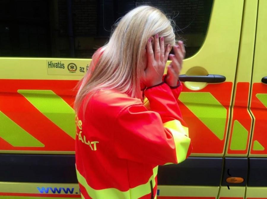 Gigantikus taslival köszönte meg egy nő a mentők segítségét