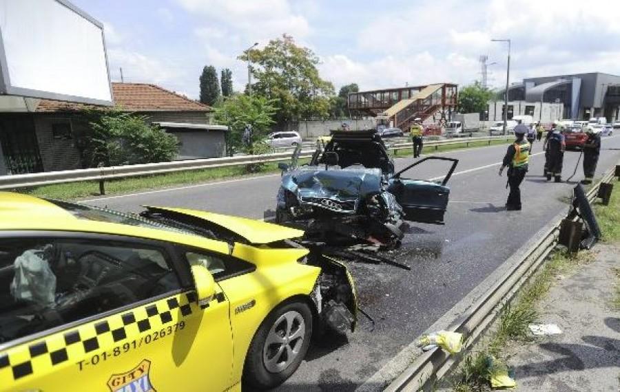 Fotók a ferihegyi úti brutális balesetről