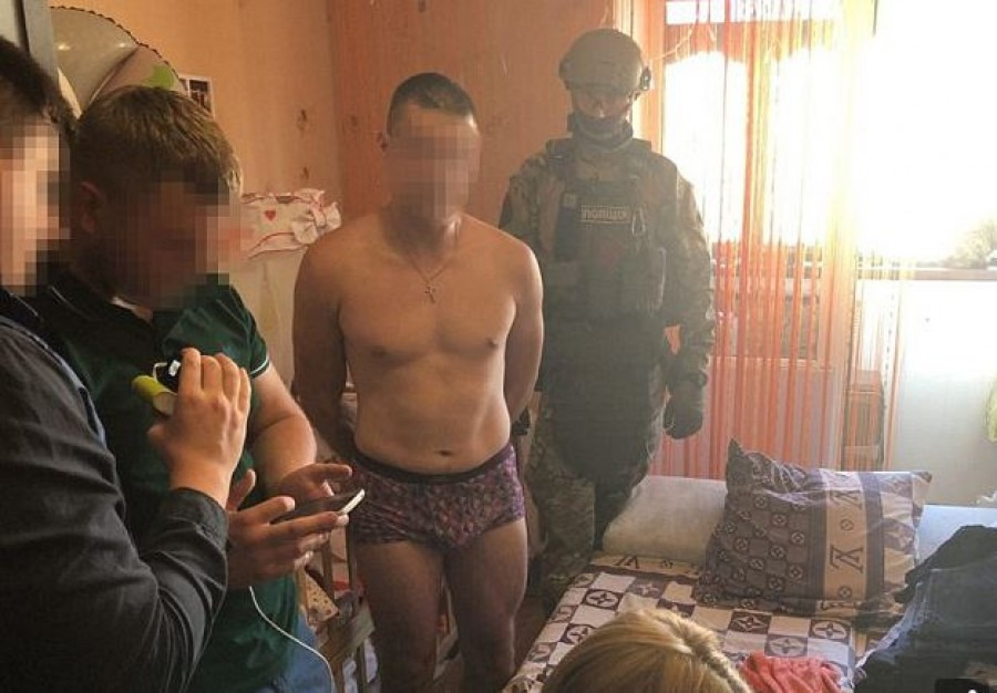 Megerőszakolta 8 hónapos kislányát az apa, és a képeket eladta egy pornóoldalnak