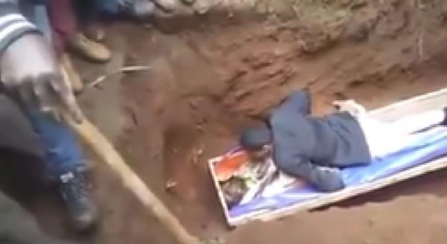 Az etióp próféta megpróbálta feltámasztani a halottat, nem sikerült, majdnem meglincselték