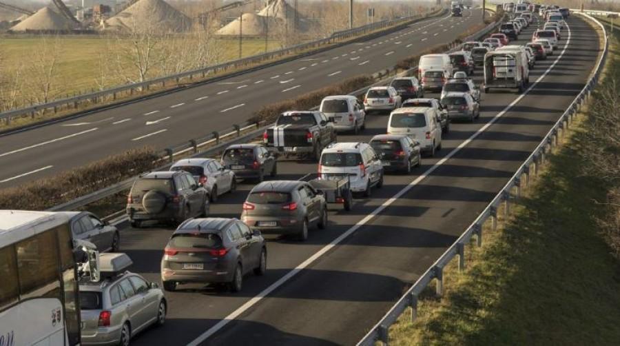 Már most 6 kilométeres sor van az M7-es autópályán!