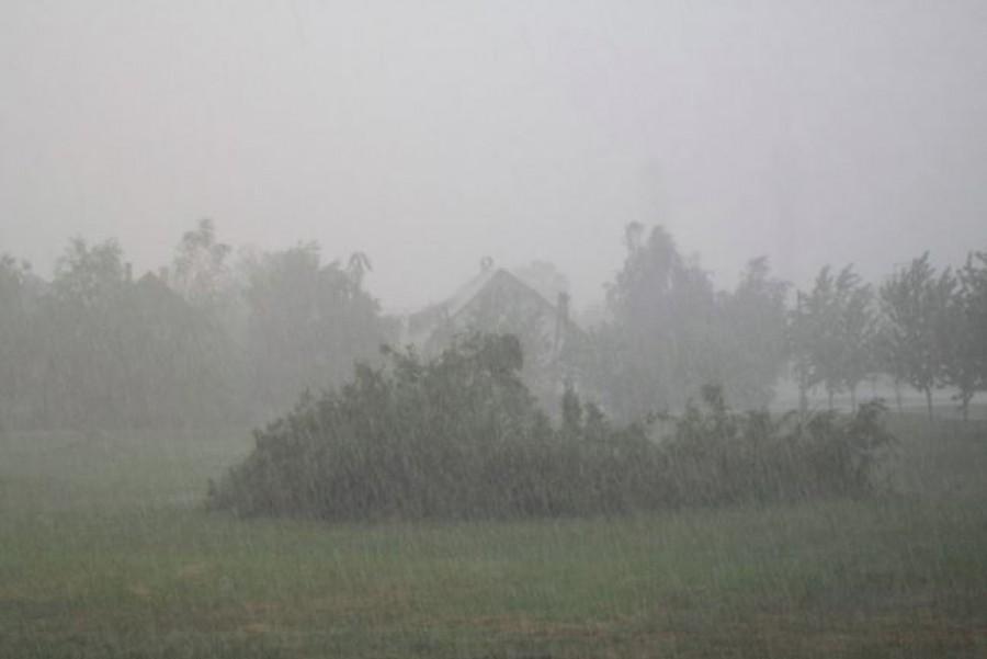 Megérkezett az estére ígért vihar - felhőszakadás és heves zivatar miatt adtak ki figyelmeztetést
