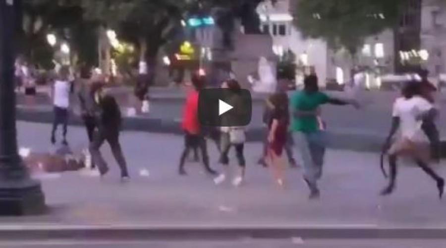 Nadrágszíjjal vertek a migránsok egy amerikai turistát Barcelonában - videó
