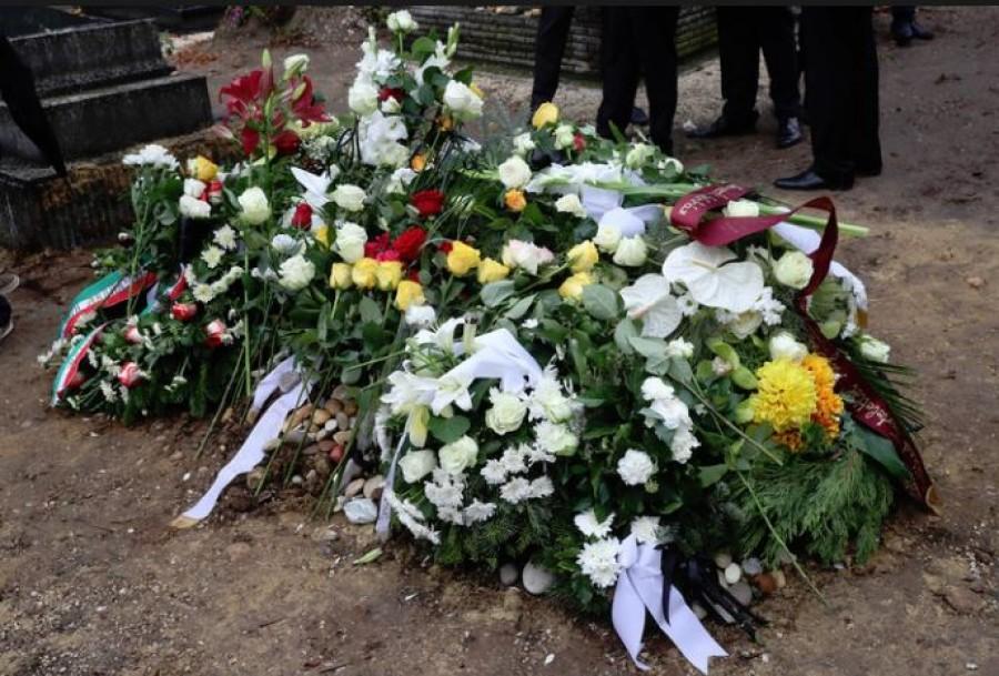 Nem bírt a könnyeivel Szinetár Dóra Székhelyi József  temetésén