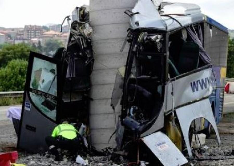 Friss hír: borzalmas buszbaleset történt, többen meghaltak a spanyolországi tragédiában