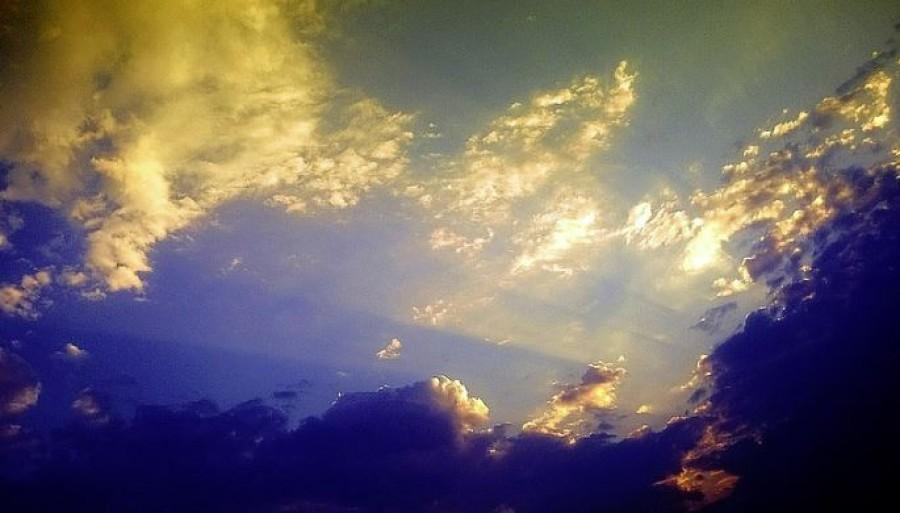 Már látható a műholdképen az a felhőtömb, ami a változást hozza