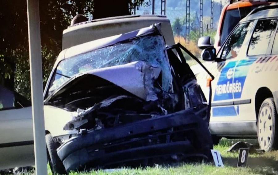 Súlyos baleset: három autó rohant egymásba